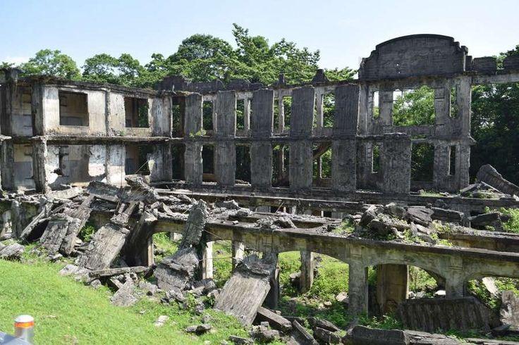 Corregidor Island(カラバルソン, フィリピン)|第二次世界大戦激戦地コレヒドール島で戦争の歴史を学ぶウォーキングツアー(Tomoka Aonoさん) - 03・・・このとき私は「歴史」には様々な側面があることに気づきました。アメリカで語られる歴史も、日本で語られる歴史も、どちらも同じ出来事について語っていて、どちらも嘘を言っていないと思います。しかし日本軍のアジア侵攻や原爆投下における立場の違いから、歴史教育において強調される事柄が違うのです。アジアの国々へ対する侵略戦争の歴史からなるべく目をそらし、原爆の被害者であることを強調する日本。アジアの国々を日本の残虐な侵略行為から、原爆によって解放したのだと主張するアメリカ。歴史を語る立場によって、こうも見方は異なります。