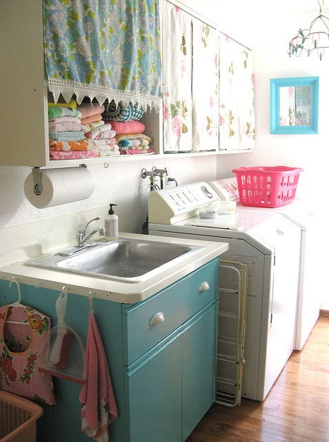 cute retro laundry room