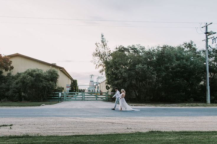 Brown Brothers Milawa Anna Campbell Sydney gown Wedding