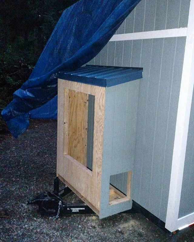 Unfinished utility shed! This will be insulated and house our 46 gallon water tank, tankless water heater, water pump and propane tanks for our stove. And yes, sadly it's still raining here☔
