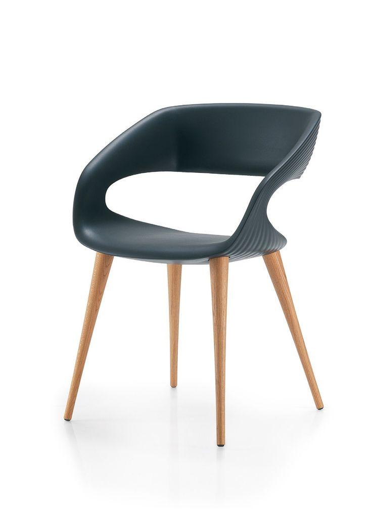 Shape Stuhl von #Oliver B.  ab 450,00 € Moderner Stuhl mit einer Sitzschale aus Poliurethane und einem Gestell aus Holz oder Aluminium. Qualitätsstuhl aus Europa #Massivholzmöbel #Vollholzmöbel