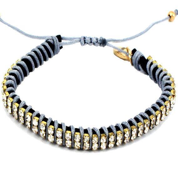 https://www.goedkopesieraden.net/Armband-met-grijze-koordjes-en-2-rijen-strass-steentjes