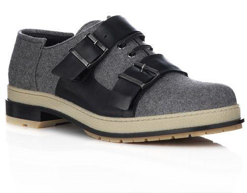 La marque de chaussures de luxe suisse Bally a présenté cet été sa collection exclusive de souliers pour hommes conçue en collaboration avec le Master de mode de l'école de mode, d'art et de design Central Saint Martins (CSM). Détails. La collection homme CSM est le second projet issu de ce...