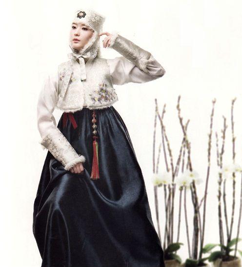 한복 hanbok, Korean traditional clothes   modern  but with the elegance seen in Joseon court clothing