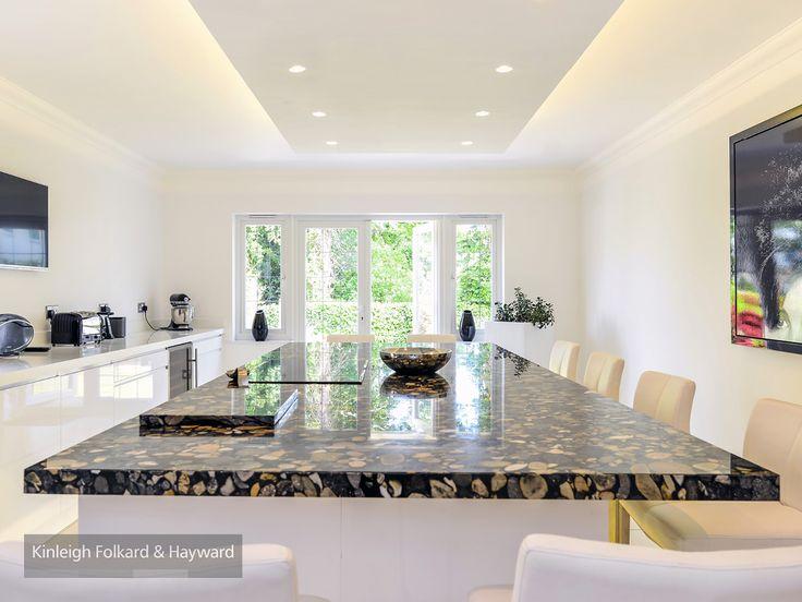 #marble #kitchenisland #white #kitchen #kfh