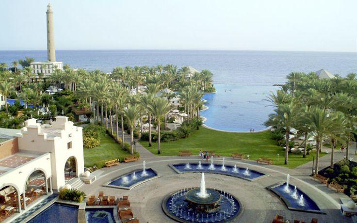 Dette rummelige og smukke hotelområde er opført i kolonistil. På Lopesan Costa Meloneras Resort Spa & Casino kan du tilbringe en rigtig luksus ferie. Vælg blandt flere pools, barer og restauranter. Besøg spaområdet eller tag en minigolfrunde med børnene. Det eneste der er svært ved dette hotel, er at forlade det. Læs mere her: http://www.apollorejser.dk/rejser/europa/spanien/de-kanariske-oer/gran-canaria/meloneras/hoteller/lopesan-costa-meloneras-resort-spa-og-casino
