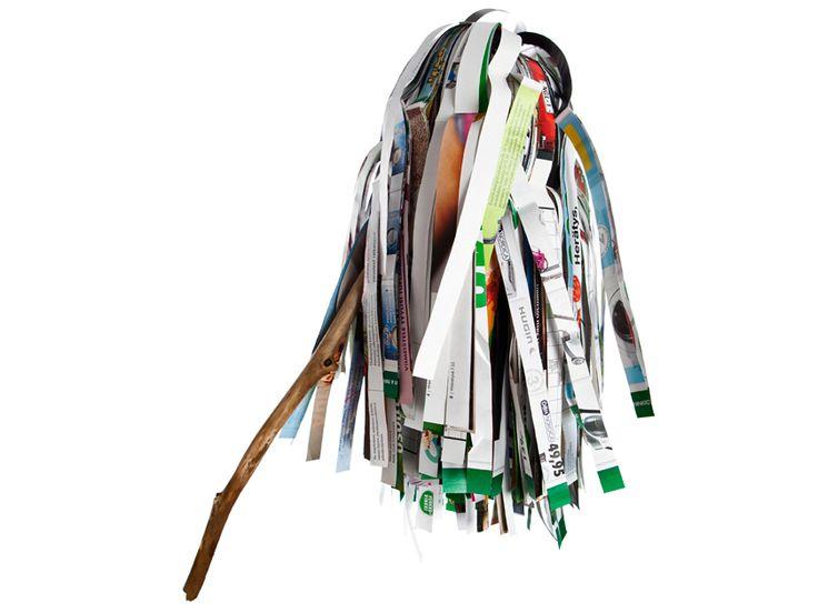 Vappua juhlistetaan perinteisesti huiskalla. Kierrätyshenkinen vappuviuhka valmistetaan vanhoista lehdistä ja oksasta.