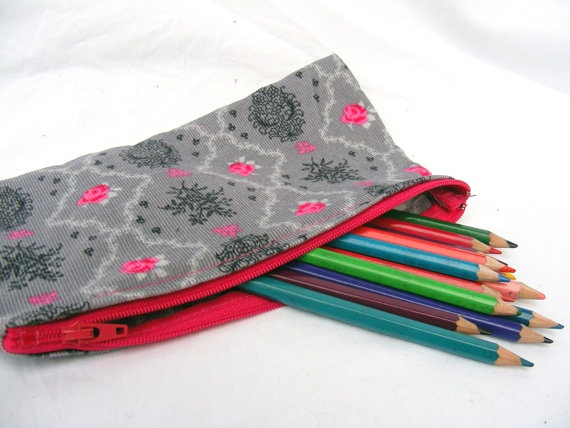 Grey baroque pink roses zipper pouch by Aylasworld on Etsy, €6,50