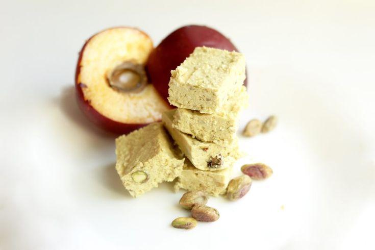 Yhdistä kesän makeat persikat sekä nektariinit kookokseen ja heitä joukkoon kourallinen lempipähkinöitäsi. Saat herkullista fudgea
