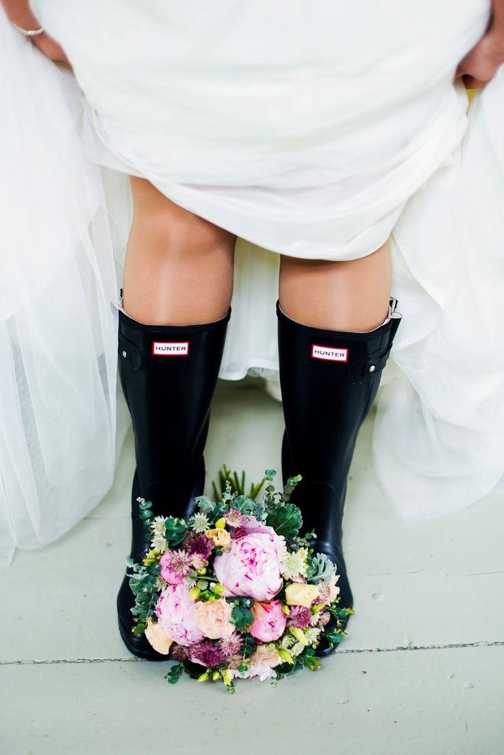 Funny wedding photo rainy wheather