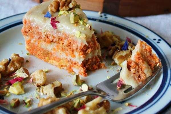 Сыроедческий торт с орехами и сухофруктами