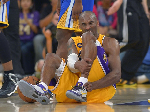 Kobe Bryant's season likely over after Lakers guard tore Achilles tendon