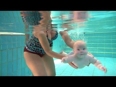 baby swimming lessons / teaching babies to love the water! / great techniques!