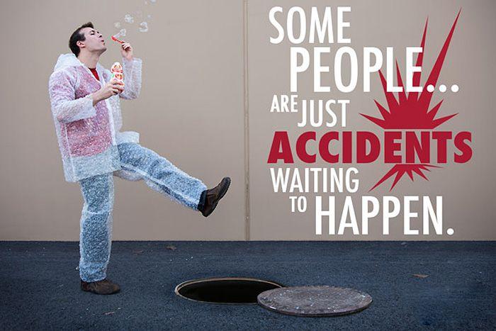 Забавный безразмерный наряд из пузырчатой пленки для больших детей (ВИДЕО)  Универсальный костюм-антистресс, который выполнен из воздушно-пузырчатой пленки, поддерживает в каждом взрослом внутреннего ребенка и помогает ему противостоять суровой внешней среде.    видео, одежда, юмор, костюм, пленка