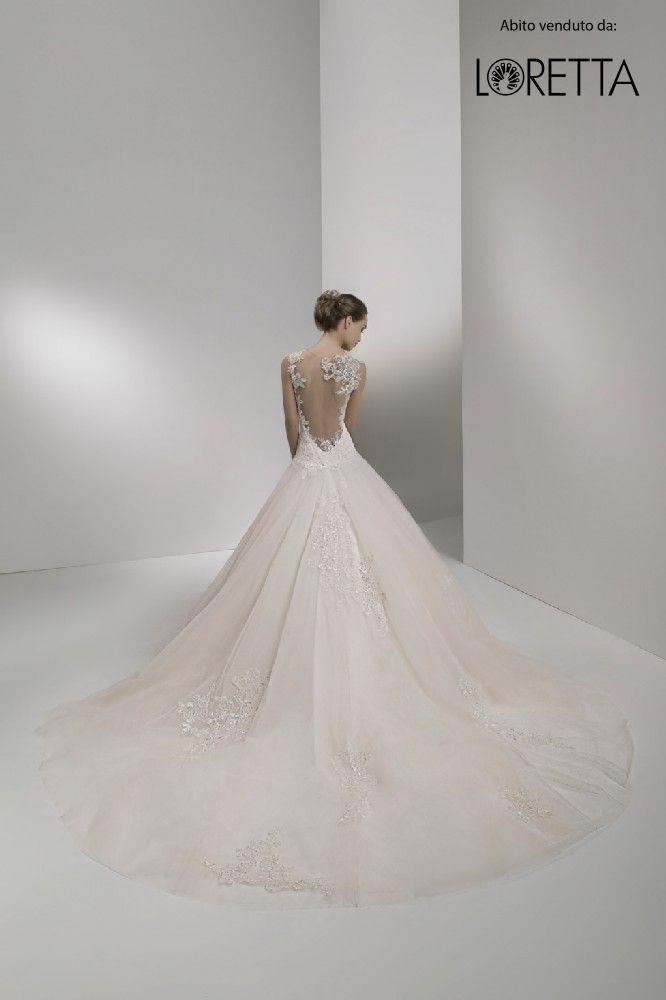 Collezione 2017   Vestito da sposa con strascico ampio #sposa #wedding #weddingdress #matrimonio