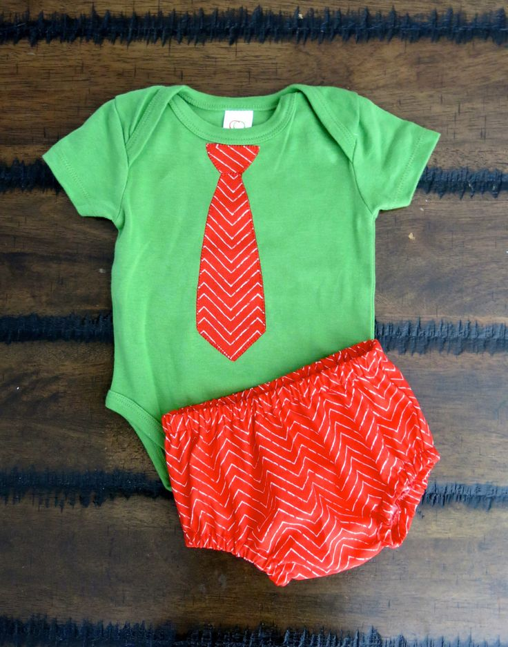 Organic boys Christmas bodysuit 0-3 / 6-12months with Shorts / Boy bodysuit with Tie / Baby boy Christmas outfit / Boy bloomers/ Hipster boy by FourLittleButtons on Etsy
