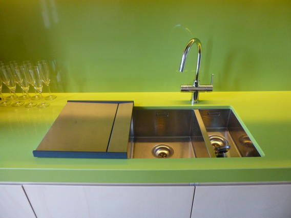 kitchen top in green silestone, undermount sinks and drainer from Franke