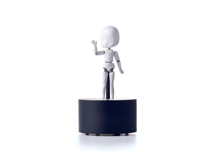 iDoll Del tamaño de la palma de la mano, este ingenioso diseño está llamando fuertemente la atención de propios y extraños por su particular estructura y desarrollo digital. http://www.podiomx.com/2015/06/idoll.html