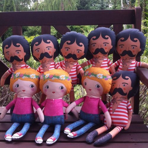 Ladies and gentelmen, new team of circus strongmen together with hippie girls available at Hola Lotta Etsy store! #circusman  #strongman  #fabricdoll #ragdoll #handmade #cuddletoy  #circusathlete