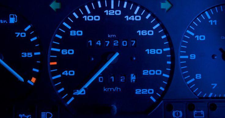 Medidor de nivel de aceite. Los tableros de automóviles más modernos cuentan con los indicadores básicos, que son tacómetro, velocímetro y nivel de combustible. En un esfuerzo por modernizar el tablero de instrumentos, los diseñadores de automóviles han eliminado el amperímetro, el medidor de la temperatura del agua y el indicador de aceite. Estos fueron sustituidos por las ...