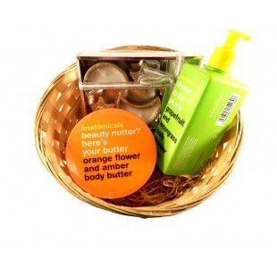 Aranjament cadou Fruity basket - http://livediva.ro/cadouri-online/Secret-Santa-cadouri-pentru-colegi