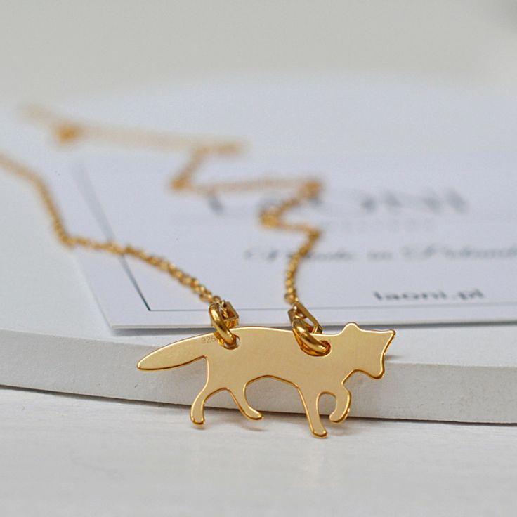 Naszyjnik z liskiem. Zobacz na >> https://laoni.pl/zloty-naszyjnik-lisek #lisek #naszyjnik #biżuteria #celebrytki #złoty