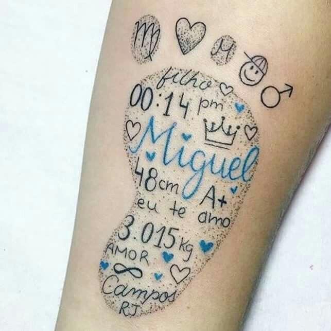 Pé de bebê com detalhes dentro   – Tattoos