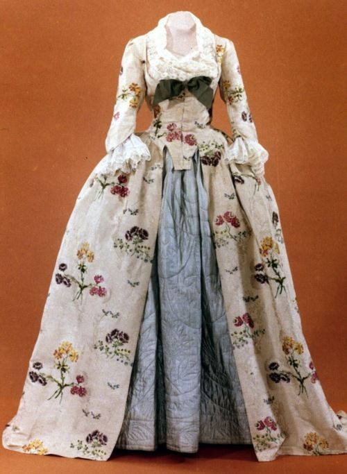 """Mantua, ca 1747, Colonial Williamsburg"" look at the gorgeous quilted underskirt!"