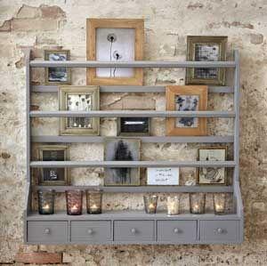 Pêle-mêle avec étagères et 5 tiroirs en pin gris Hübsch