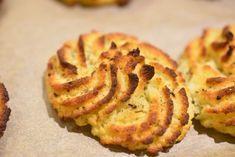 På falderebet til nytårsaften, får du her et tip til smukke kartoffelrosetter, der kunne være det fineste tilbehør til din nytårsmenu. Kartoffelrosetterne er lavet af bagt kartoffelmos og ofte der skal der så lidt til, for at peppe tingene op. Rosetterne