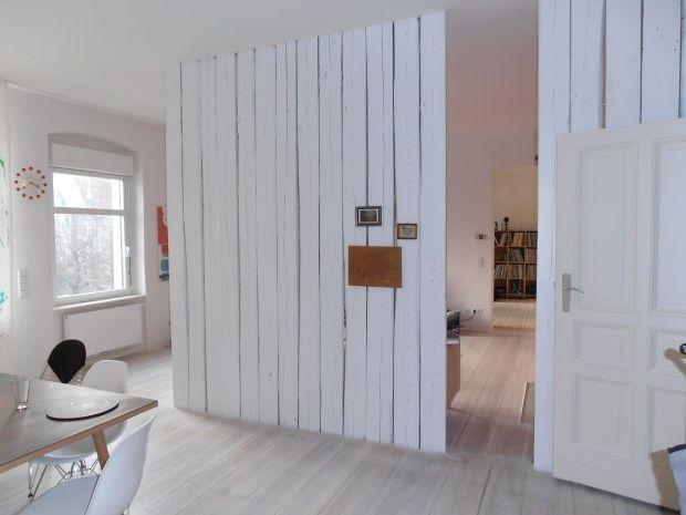 Holzwand als Vorwand für die Schiebetür (in grau?)