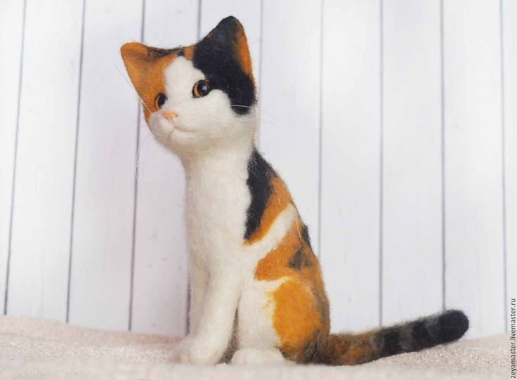 Купить Трехцветная кошечка Маруся. Игрушка из войлока - игрушка из шерсти кошка, игрушка из войлока кошка