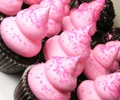 yum: Fluffy Frostings, Pink Chocolate, Awesome Quotes, Chocolates Cupcakes, Sprinkles Cupcakes, Black Cupcakes, Pink Cupcakes, Amazing Cakes Cupcakes, Minis Cupcakes