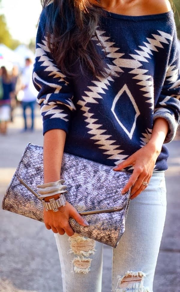 Attractive blue aztec oversized sweater with boyfriend jeans and clutch