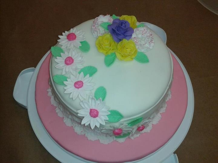 Fondant Cake Decorating Classes Michaels : 110 best images about Flower basket cake on Pinterest ...