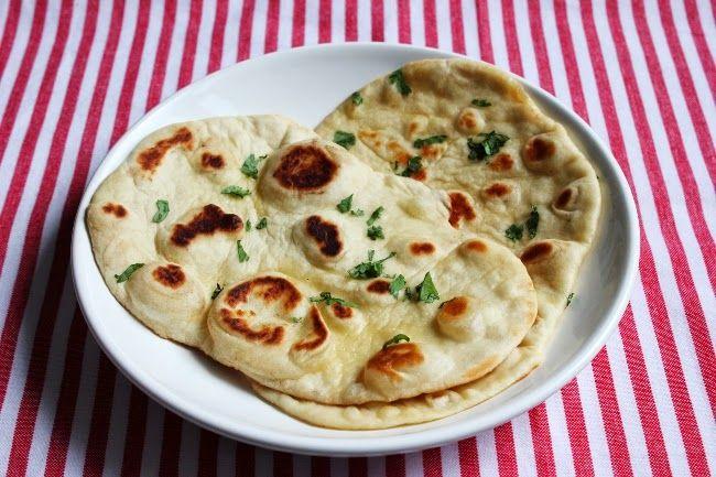 Naan-leipä on ihanaa, ja se täydentää minkä tahansa intialaisen ruoan. Useimmiten en keitä curryjen kanssa edes riisiä, koska mielestäni ...