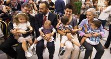 Mentre prosegue il dibattito sulla stepchild adoption, Antonino Ferro, presidente della Società psicoanalitica italiana, spiega che, in realtà, la buona crescita di un bambino non dipende dal sesso dei genitori . Il problema è che il cambiamento ci terrorizza per questo persiste una forma di apartheid verso gli omosessuali