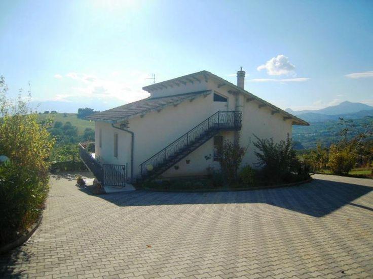 Property for sale in Abruzzo, Pescara, Civitella Casanova, Italy - Italianhousesforsale -http://www.italianhousesforsale.com/view/property-italy/abruzzo/pescara/civitella-casanova/1691287.html