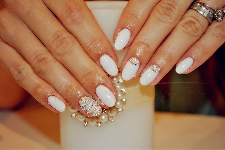 nails manicure  white caviar trend