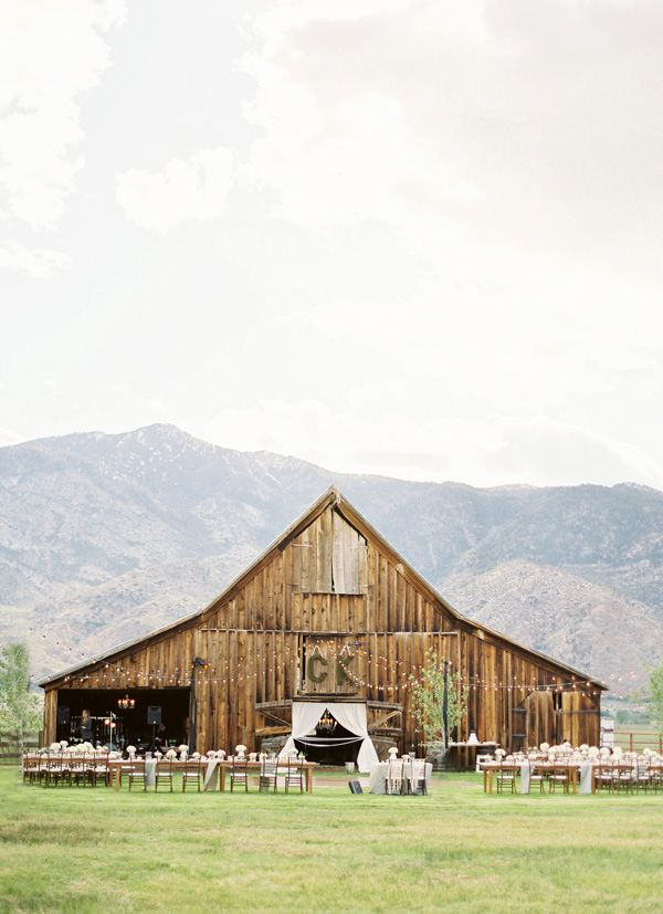 farm wedding venues minneapolis%0A barn wedding   outdoor reception  http   www discoverlakelanier com