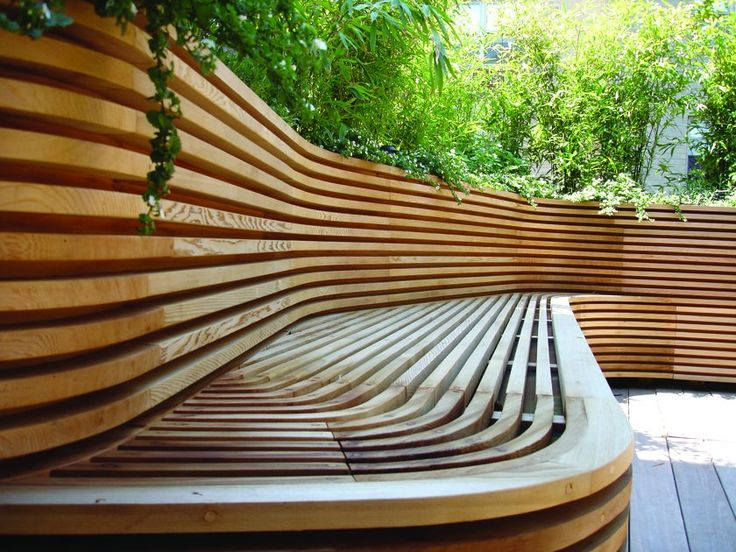 Mood: bench wall integrated with garden fence/wall.