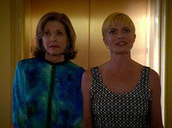 Jaime Pressly and Jessica Walter in Jennifer Falls (2014)