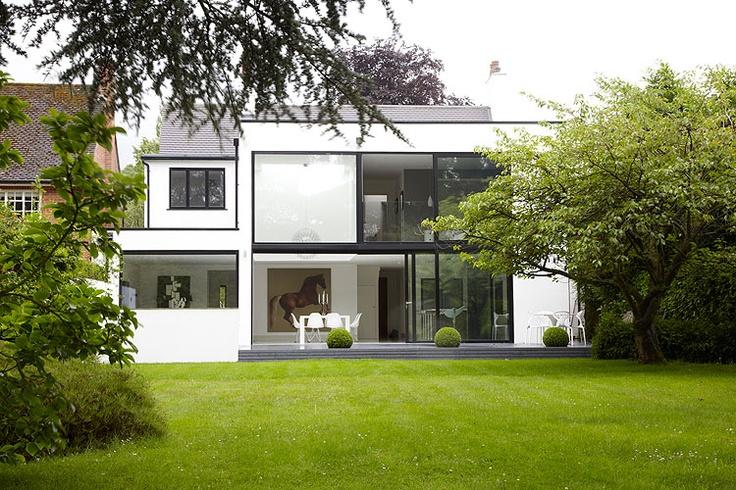 White Memories: Renovació d'una antiga casa en un espai modern
