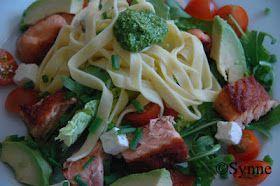 I dag har jeg servert laksesalat med spinatpesto og pasta, det ble en utrolig god og lettvint middag. Laksen ble stekt i smør/olje på ...