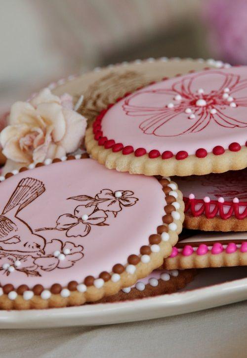royal icing on sugar cookies | cookies | Pinterest