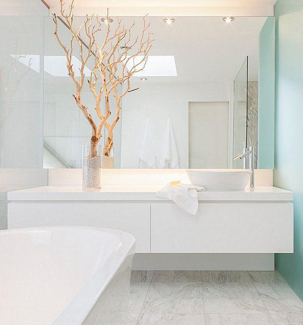 Branches add a dramatic touch to a crisp bathroom voor meer badkamerinspiratie kijk ook eens op http://www.wonenonline.nl/badkamers/