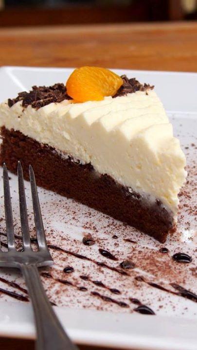 Luxusní Míša dort, plný tvarohové nádivky. Kakaové těsto v kombinaci s tvarohovou náplní je vynikající. Mňam!
