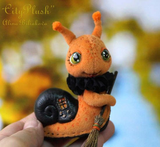 """Arabella the snail witch By Alina Biliakova - Bear Pile.Did you know that snails also celebrate Halloween? They celebrate it in November. """"Why ?"""" - you ask. The fact that snails are very slow and are always late for human Halloween.)))Let me introduce you to the cute little snail-witch named Arabella. She is very kind, friendly and absolutely not terrible, as all the inhabitants of """"CityPlush"""". #SnailStuffedtoy #AlinaBiliakovaCityPlush #artisttoy #Snailarttoy #Halloweentoy #minitoy…"""