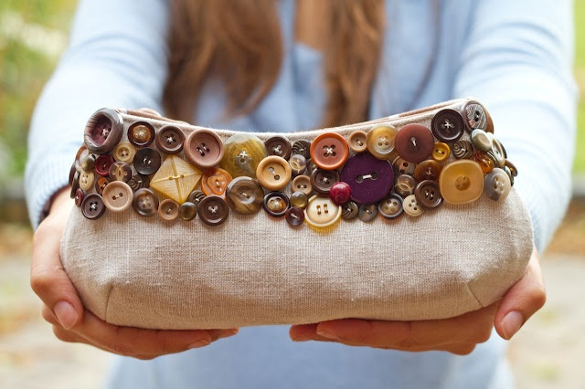 Many more beautiful clutches with buttons on the blog.
