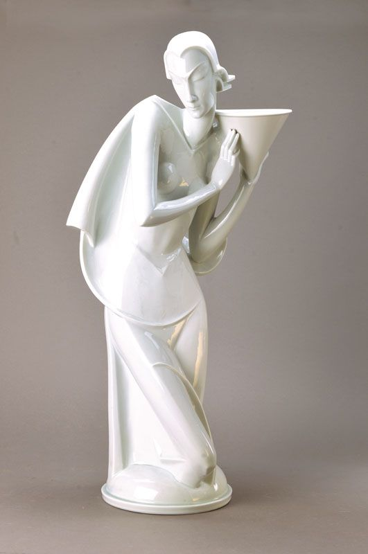 Woman with vessel. H. 76 cm. 1928 c. Extraordinarily large figurine, Rosenthal, designed by Gerhard Schliepstein.